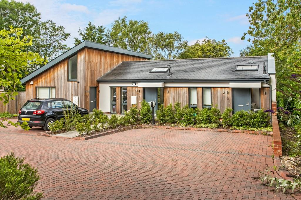 2 Bedrooms Terraced House for sale in Headbourne Close, Kings Worthy, Winchester, SO23