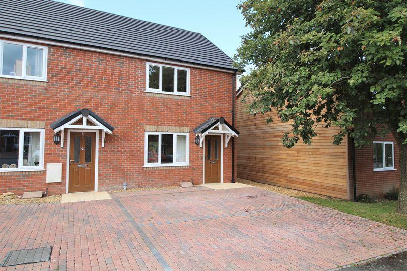 3 Bedrooms End Of Terrace House for sale in Brookfield Close, Weston Rhyn, Nr Oswestry
