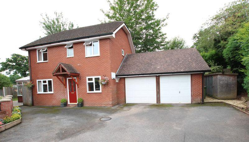 4 Bedrooms Detached House for sale in EWYAS HAROLD