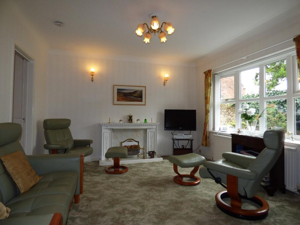 2 Bedrooms Ground Flat for sale in 8 Lowther Court