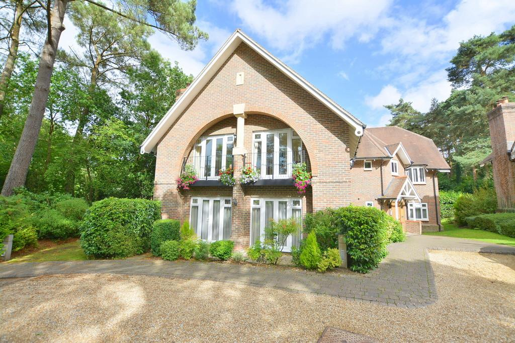 2 Bedrooms Apartment Flat for sale in Beaufoys Avenue, Ferndown