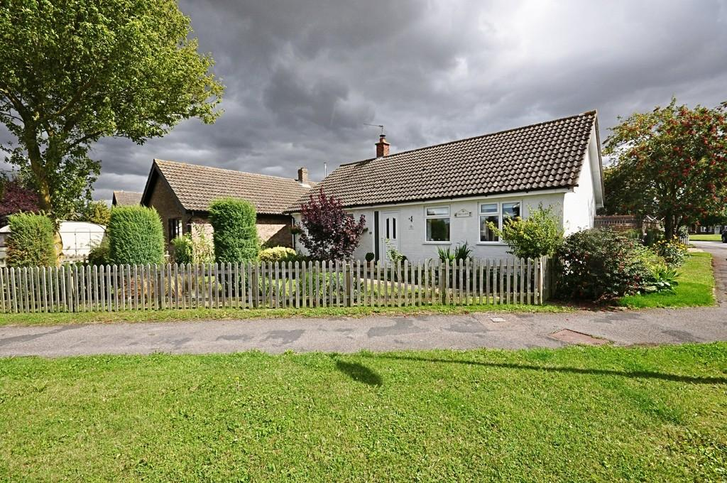 3 Bedrooms Detached Bungalow for sale in Broadfields Road, Gislingham