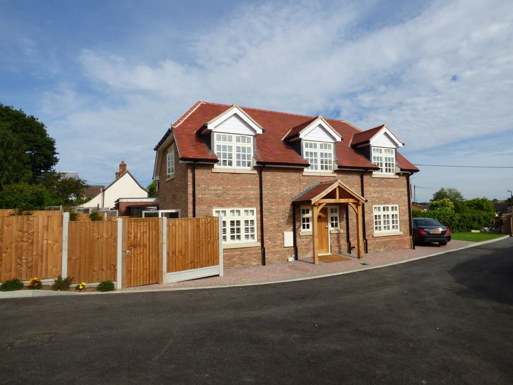 2 Bedrooms Detached House for sale in Rettendon Common, Chelmsford