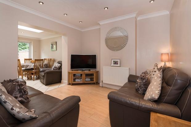 6 Bedrooms Semi Detached House for sale in Saltash Road, Welling, DA16