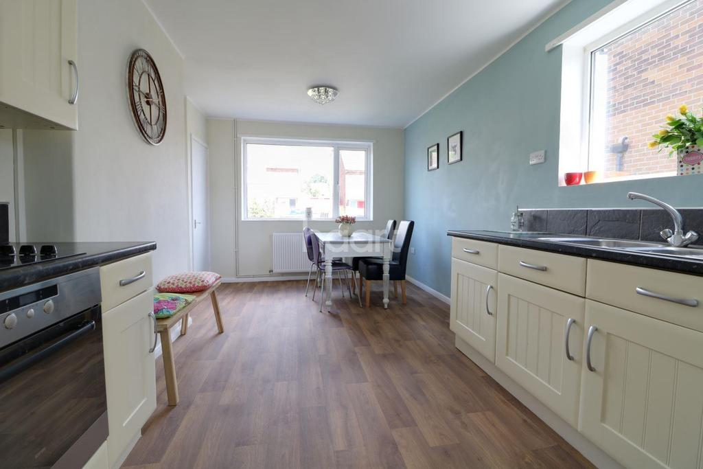 3 Bedrooms Semi Detached House for sale in Laburnum Drive, Armthorpe, Doncaster