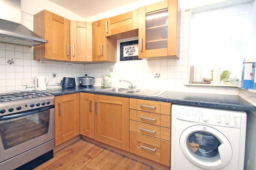 2 Bedrooms Flat for sale in Bisterne Avenue, Walthamstow