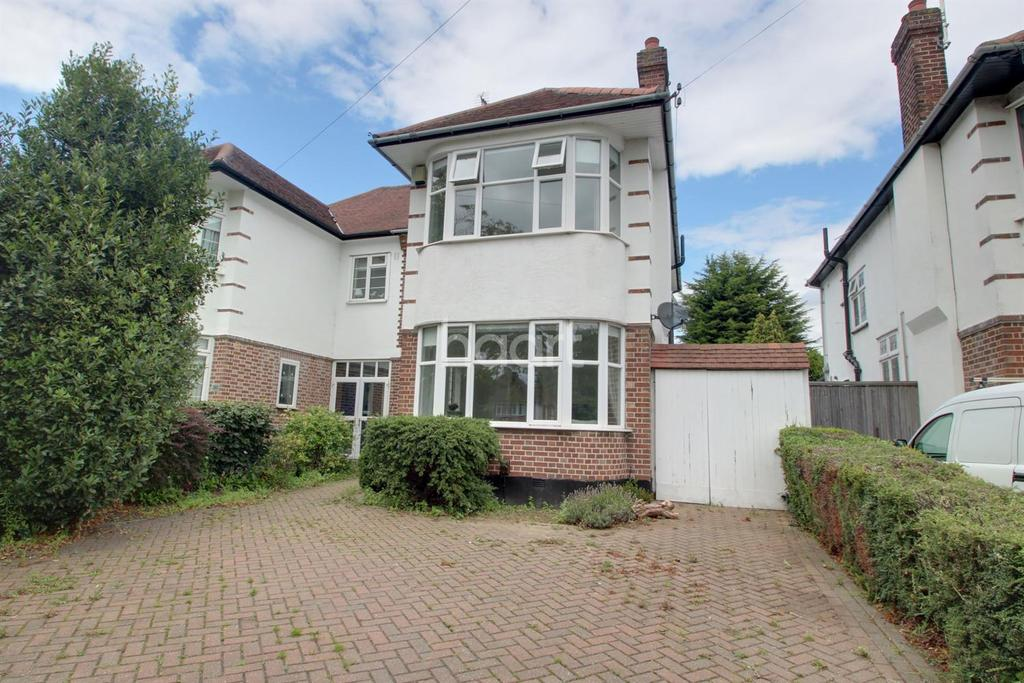 3 Bedrooms Semi Detached House for sale in Prittlewell Chase