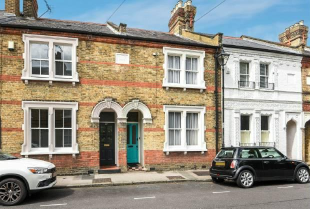 3 Bedrooms Terraced House for sale in Alexandra Road, Windsor