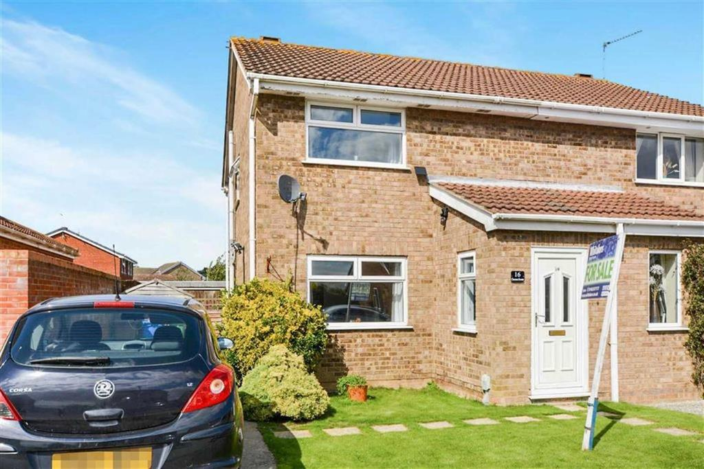 3 Bedrooms Semi Detached House for sale in Chestnut Avenue, Thorngumbald, Hull, HU12