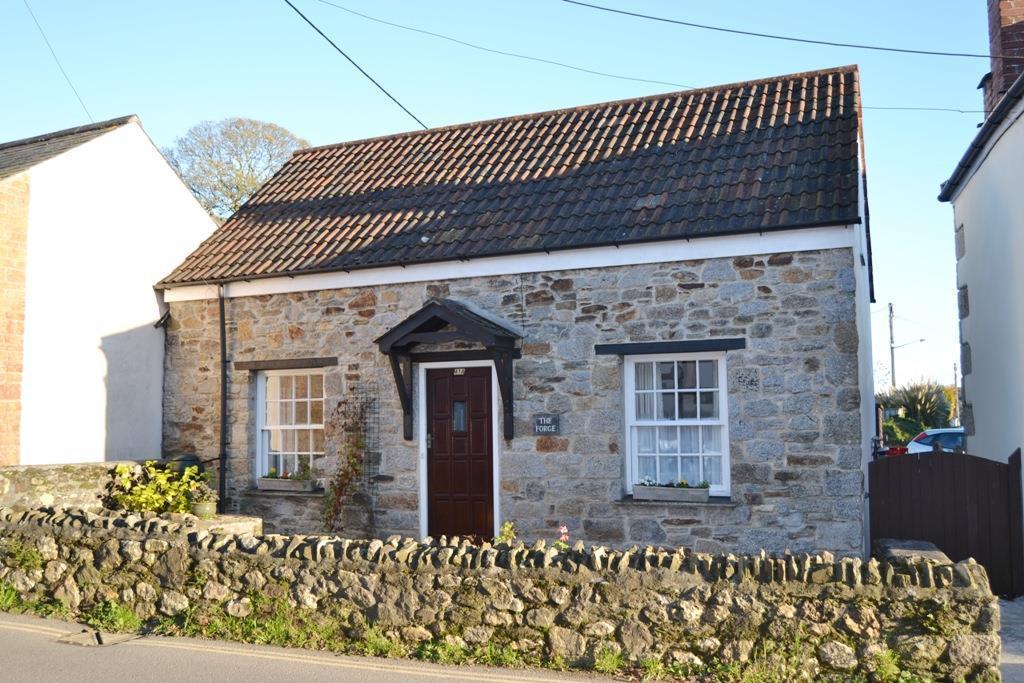 2 Bedrooms Semi Detached Bungalow for sale in Lemon Hill, Mylor Bridge, Falmouth