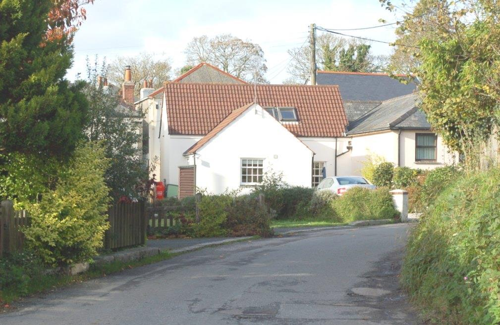 2 Bedrooms Semi Detached Bungalow for sale in Lemon Hill, Mylor Bridge, Falmouth