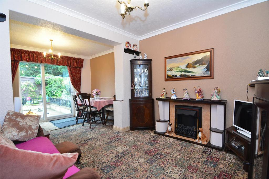 3 Bedrooms Detached House for sale in Priesthorpe Avenue, Stanningley