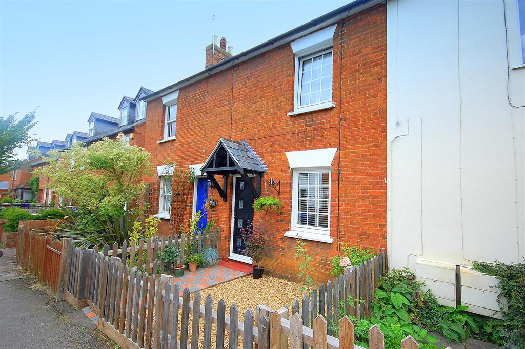 2 Bedrooms Terraced House for sale in Radcliffe Road, HITCHIN
