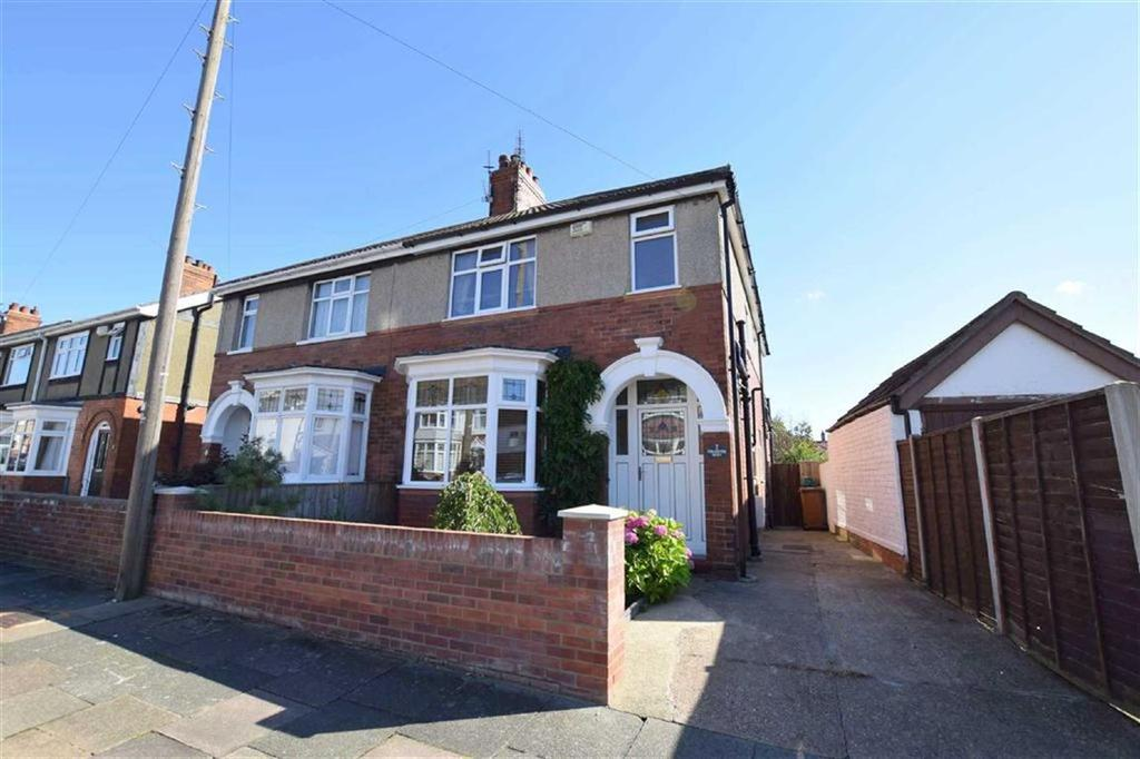 2 Bedrooms Semi Detached House for sale in Wendover Rise, Cleethorpes, North East Lincolnshire