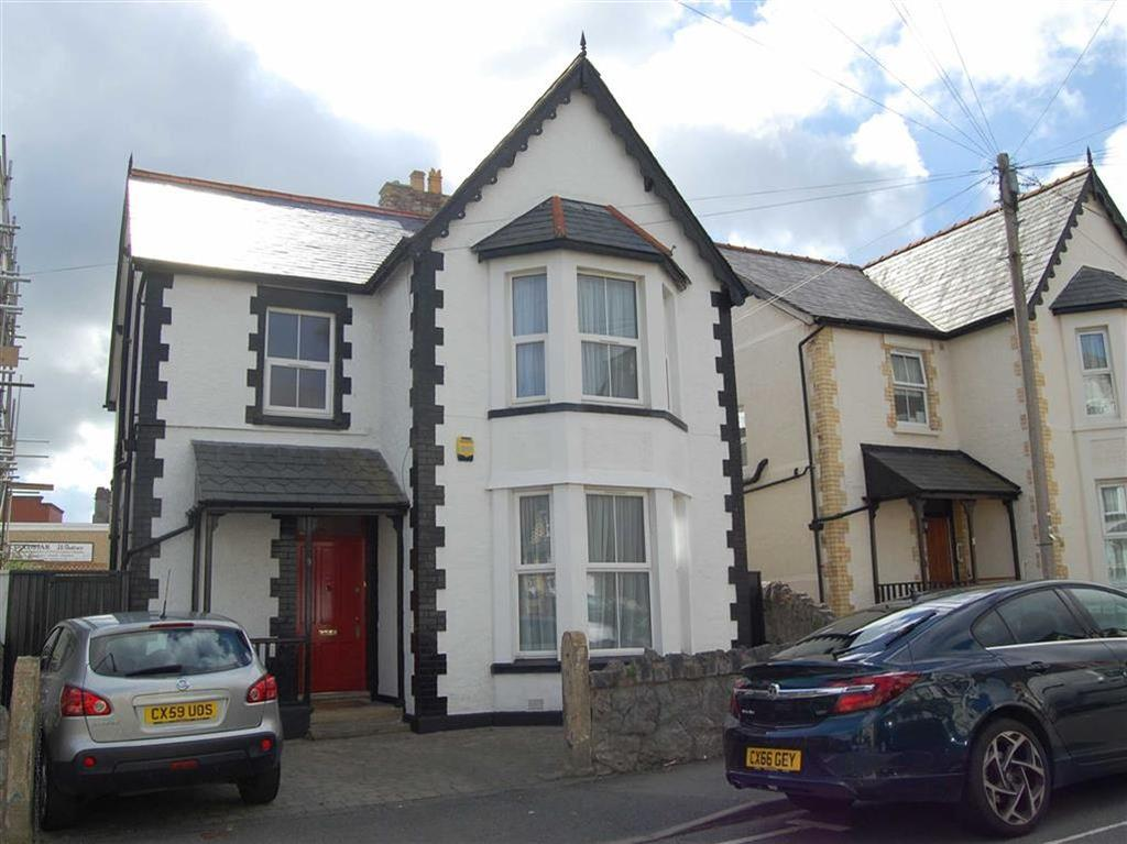 4 Bedrooms Detached House for sale in Llewelyn Road, Colwyn Bay