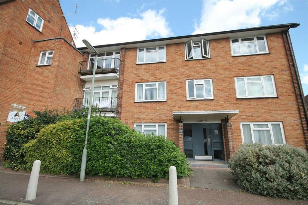 2 Bedrooms Flat for sale in Elmcroft, Elmcroft Drive, Ashford, Surrey