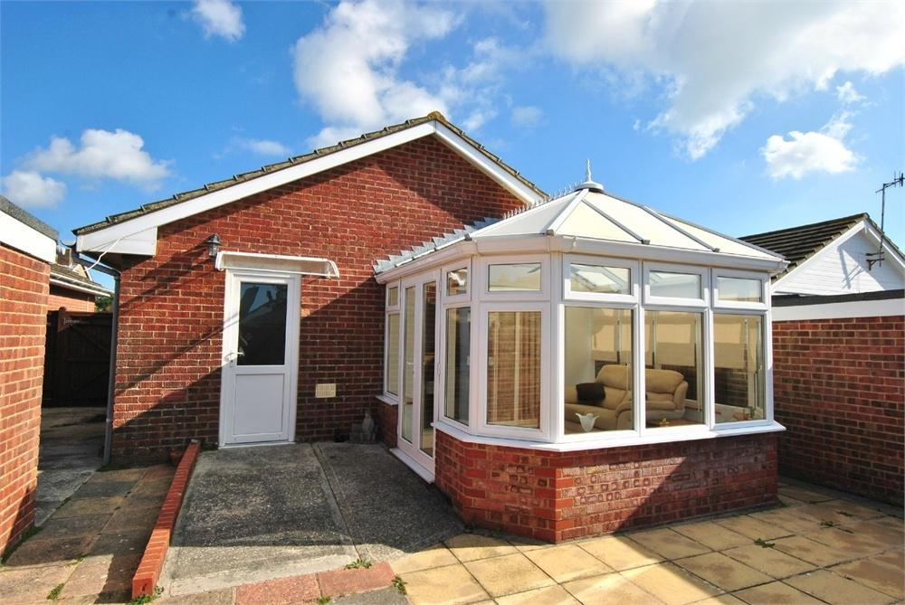 2 Bedrooms Detached Bungalow for sale in Woodland Rise, BEXHILL-ON-SEA, East Sussex