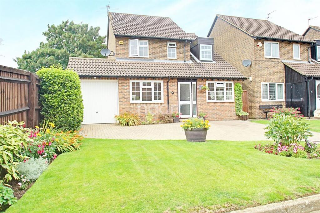 4 Bedrooms Detached House for sale in New Hall Close, Bovingdon, HP3