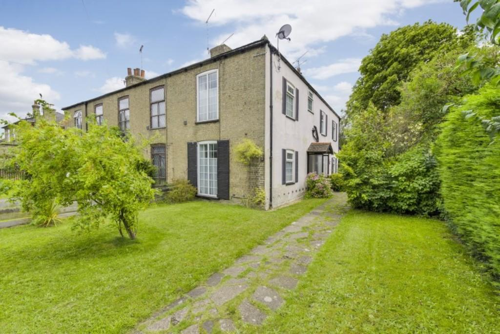 3 Bedrooms End Of Terrace House for sale in London Road, Brandon