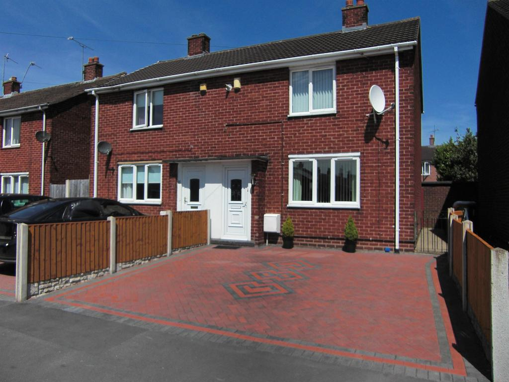 2 Bedrooms Bungalow for sale in Rose Grove, Wrexham, LL13 9DP