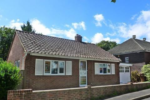 2 bedroom bungalow to rent - Copthall Avenue, Hawkhurst, Kent