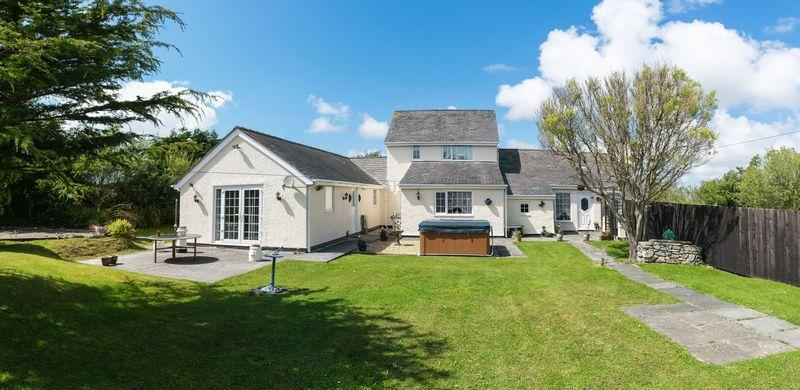 4 Bedrooms Detached House for sale in Station Road, Rhosneigr