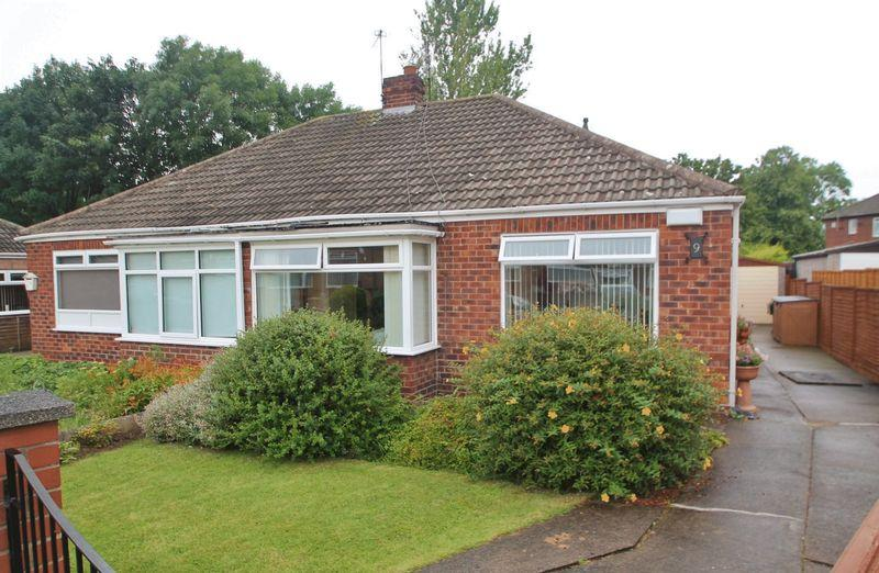 2 Bedrooms Bungalow for sale in Huntley Close, Park End
