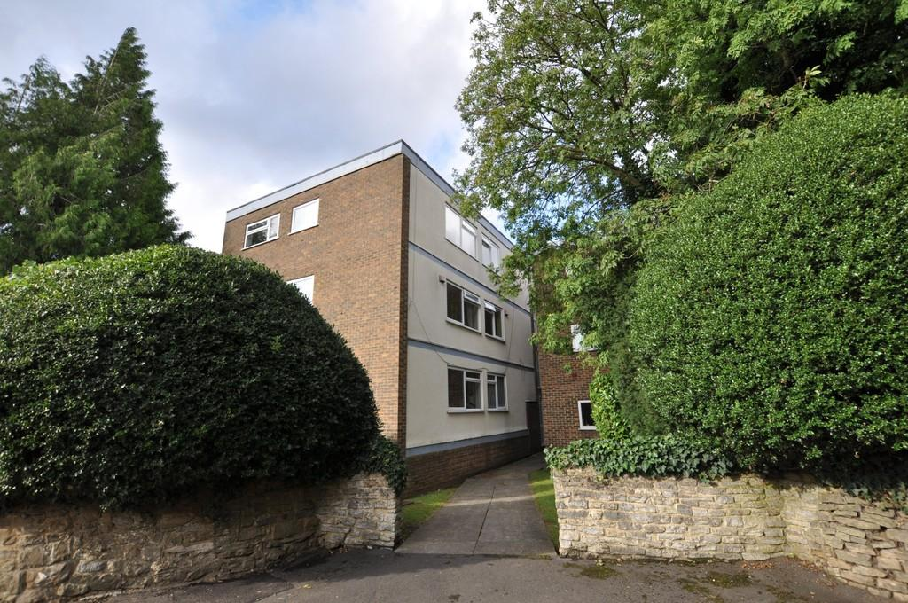 2 Bedrooms Ground Flat for sale in Hilgay, Cross Lanes, Guildford