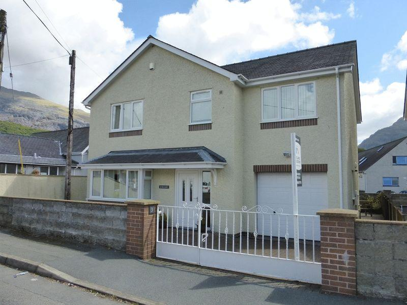 4 Bedrooms Detached House for sale in Llanberis