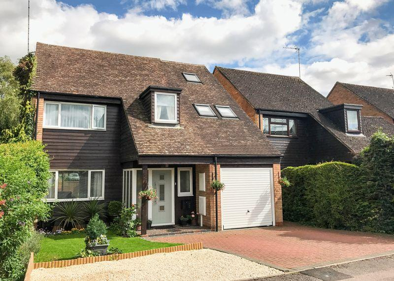 4 Bedrooms Detached House for sale in Part Exchange Considered - Adkin Way, Wantage