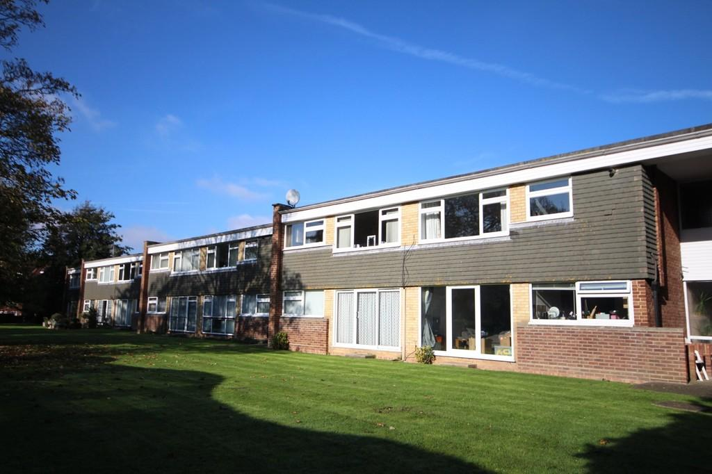 2 Bedrooms Apartment Flat for sale in College Gardens, Worthing BN11 4QE