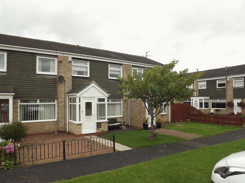 3 Bedrooms Terraced House for sale in Oakley Drive, Cramlington