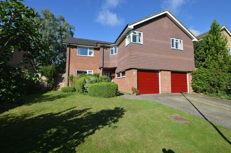 5 Bedrooms Detached House for sale in Buntings, Alton, Hampshire