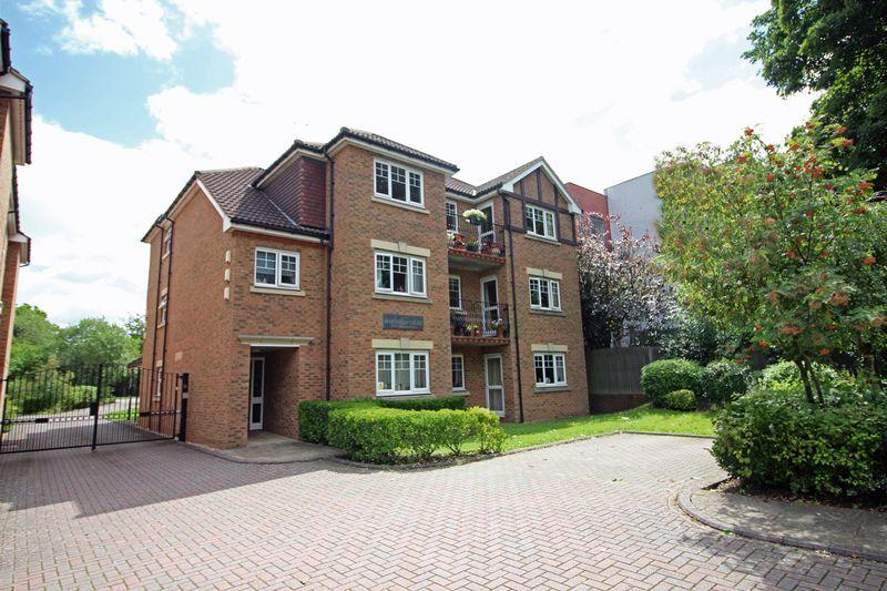 2 Bedrooms Apartment Flat for sale in Pampisford Road, South Croydon, Surrey
