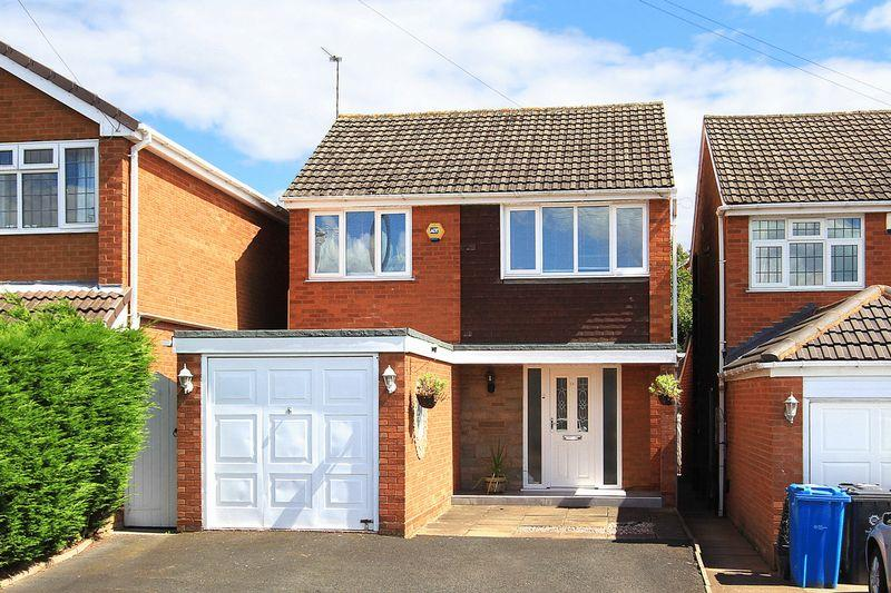 3 Bedrooms Detached House for sale in WOMBOURNE, Banbery Drive