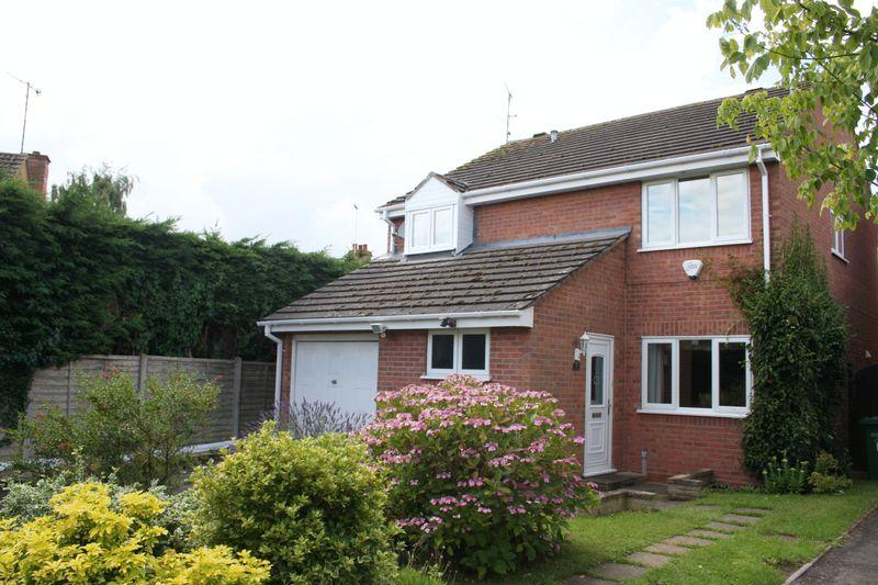 4 Bedrooms Detached House for sale in Abbots Grange, Pershore