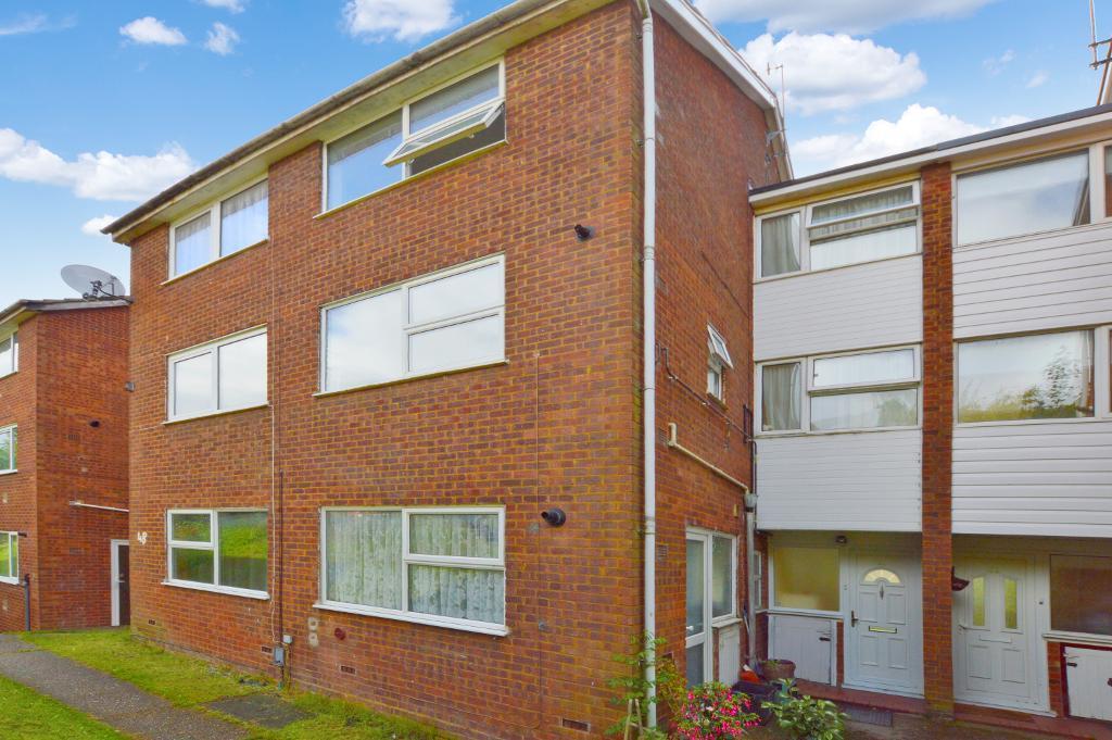 2 Bedrooms Maisonette Flat for sale in Brendon Avenue, Vauxhall Park, Luton, LU2 9LQ