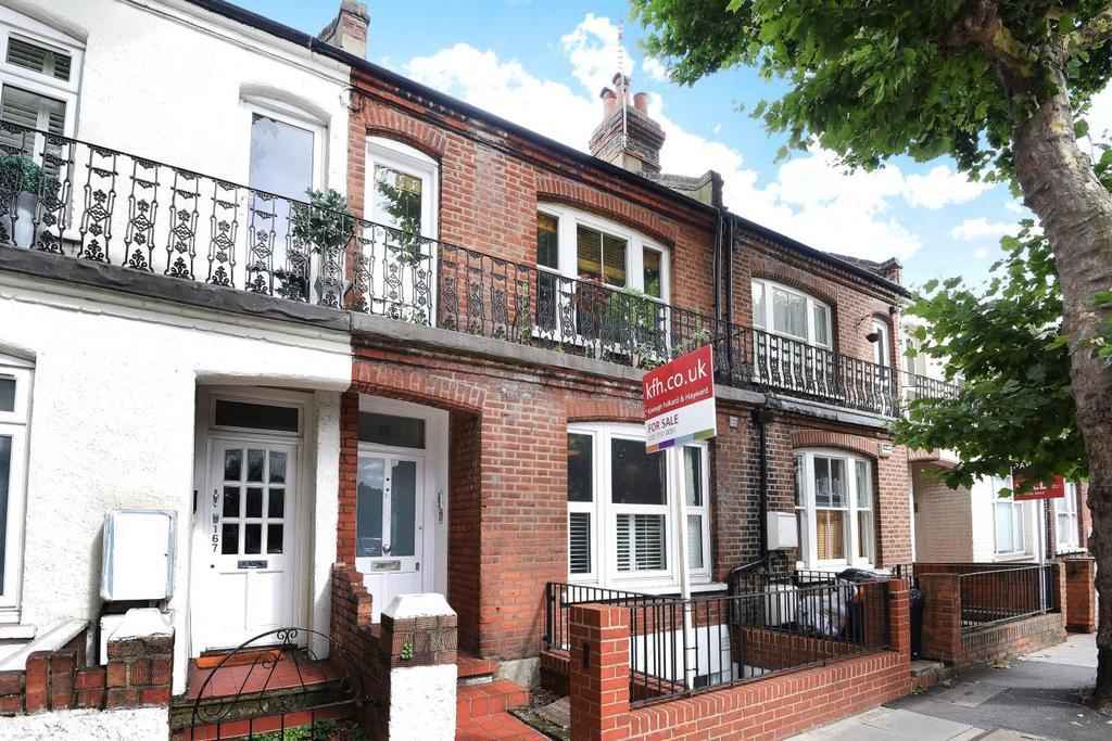 3 Bedrooms Flat for sale in Wandsworth Bridge Road, Fulham