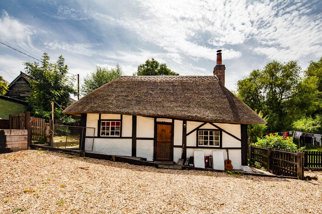 2 Bedrooms Detached House for sale in The Thatched Cottage, Crowmarsh Gifford, OX10