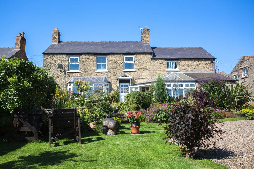 3 Bedrooms Detached House for sale in 13 High Street, Stainton YO13