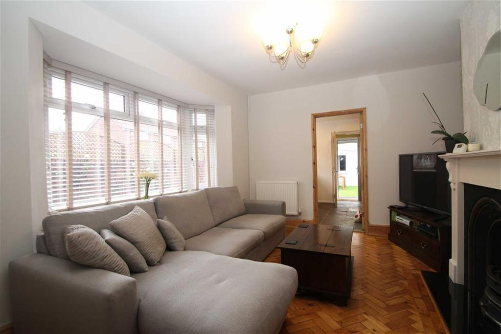 3 Bedrooms Semi Detached House for sale in Partridge Road, Cardiff