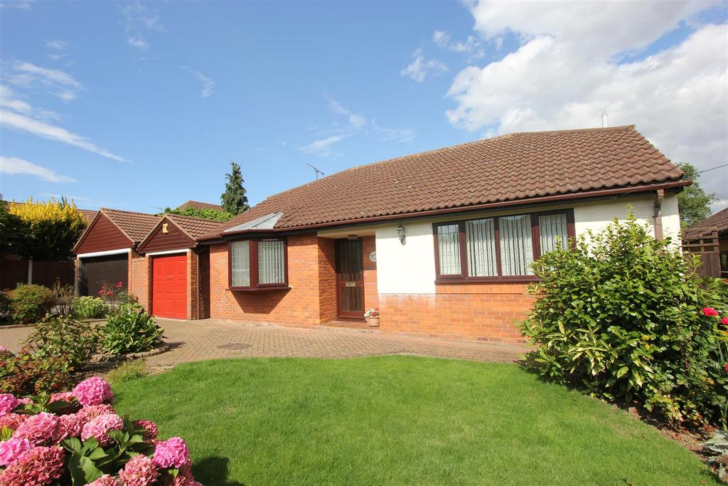 3 Bedrooms Detached Bungalow for sale in Shakespeare Avenue, Billericay