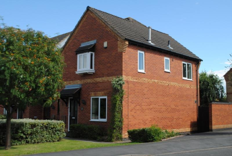 3 Bedrooms Semi Detached House for sale in Laurel Road, Loughborough