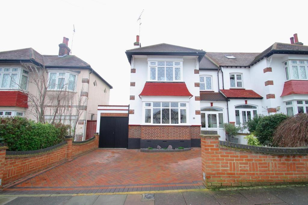3 Bedrooms Semi Detached House for sale in Braemar Crescent, Leigh-On-Sea
