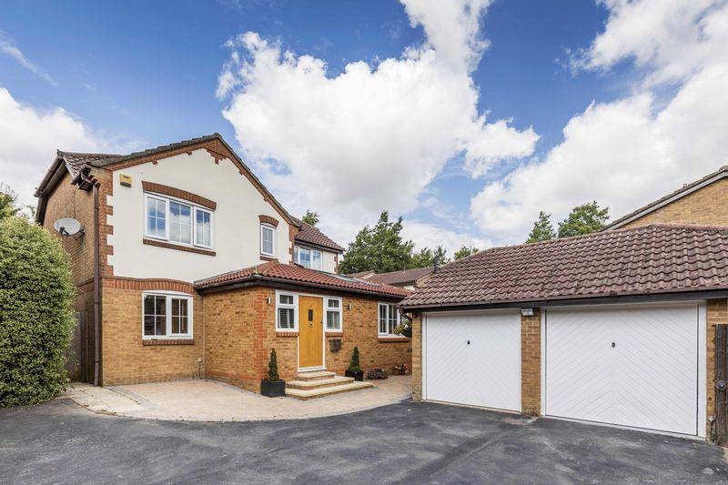 5 Bedrooms Detached House for sale in Godwin Crescent, Clanfield