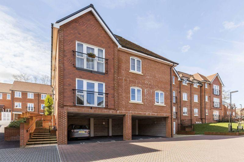 2 Bedrooms Apartment Flat for sale in Oasthouse Drive, Waterlooville