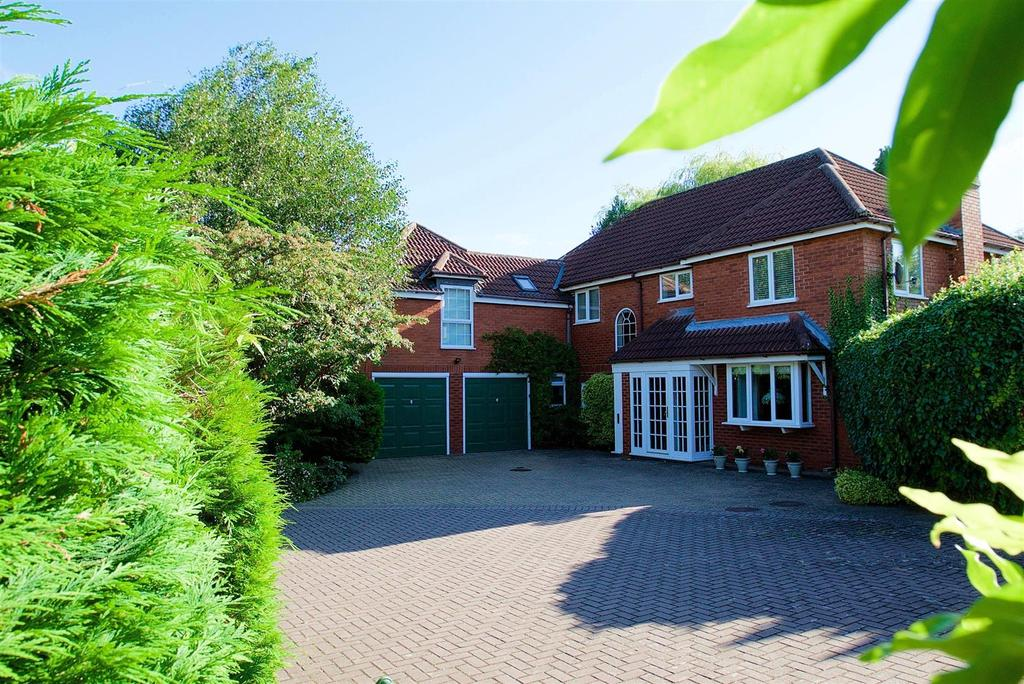 5 Bedrooms Detached House for sale in Powys Gardens, Oadby, Leicester