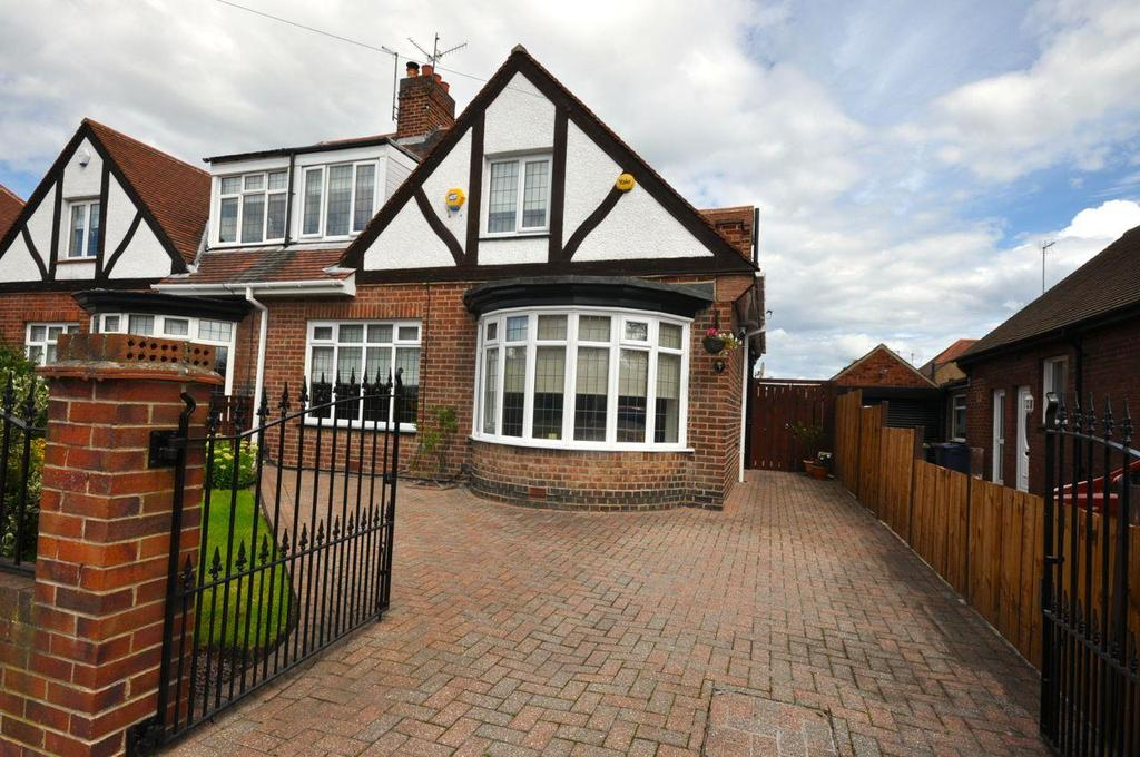 3 Bedrooms Semi Detached Bungalow for sale in Wayside, Thornhill, Sunderland