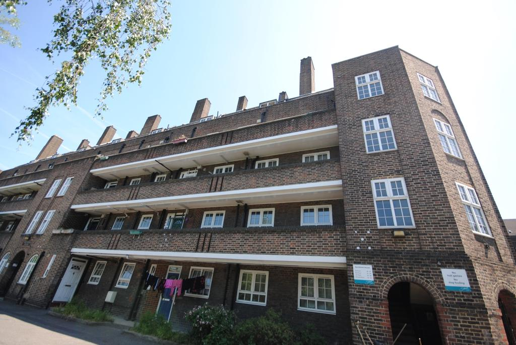 2 Bedrooms Flat for sale in Peckham Park Road Peckham SE15