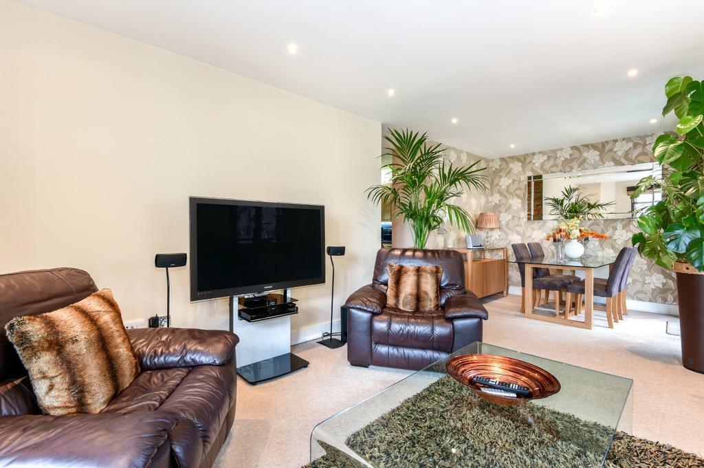 2 Bedrooms Flat for sale in Collington Street London SE10